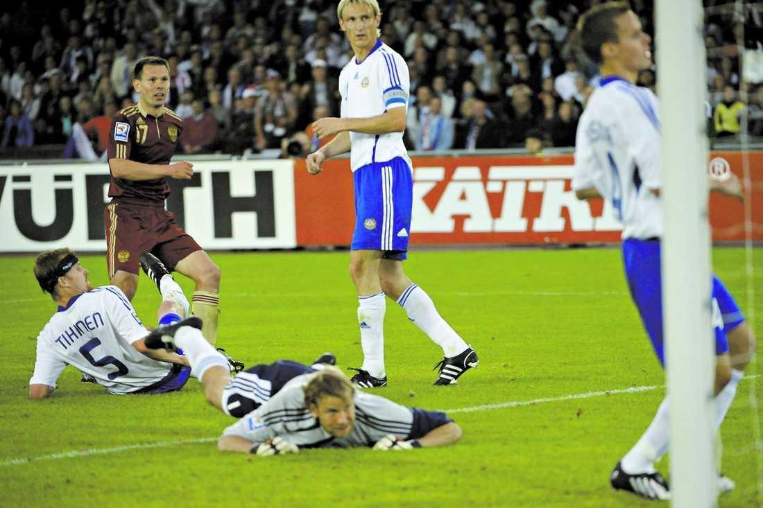 Utspelat Trots övertaget i storlek hade Finland inte en chans mot Ryssland. Och det är nu dags för en ny finsk fotbollsgeneration att ta över, enligt Erik Niva.