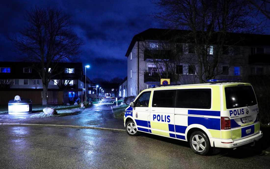En förundersökning om mord har inletts och polisen söker vittnen till händelsen.