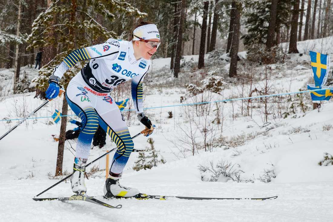Ebba Andersson under världscupen i Falun