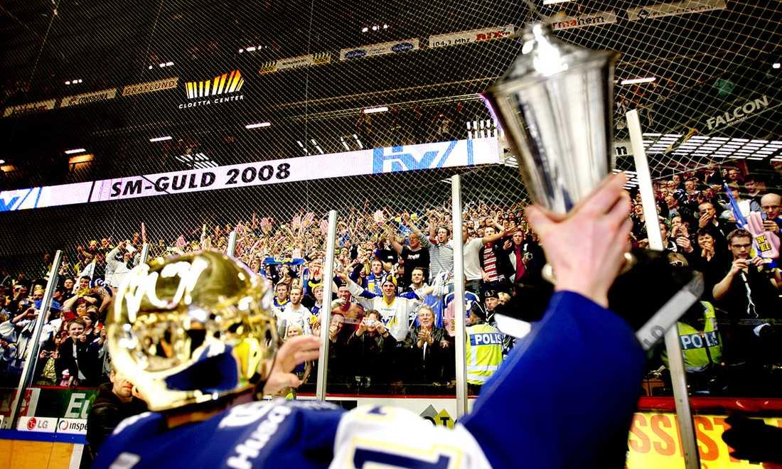 Stefan Liv med SM-bucklan 2008 efter finalsegern mot Linköping.