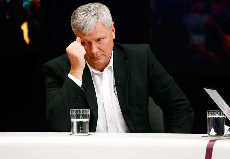 Val-förlust Bekymrad partiledare under valvakan 2010.