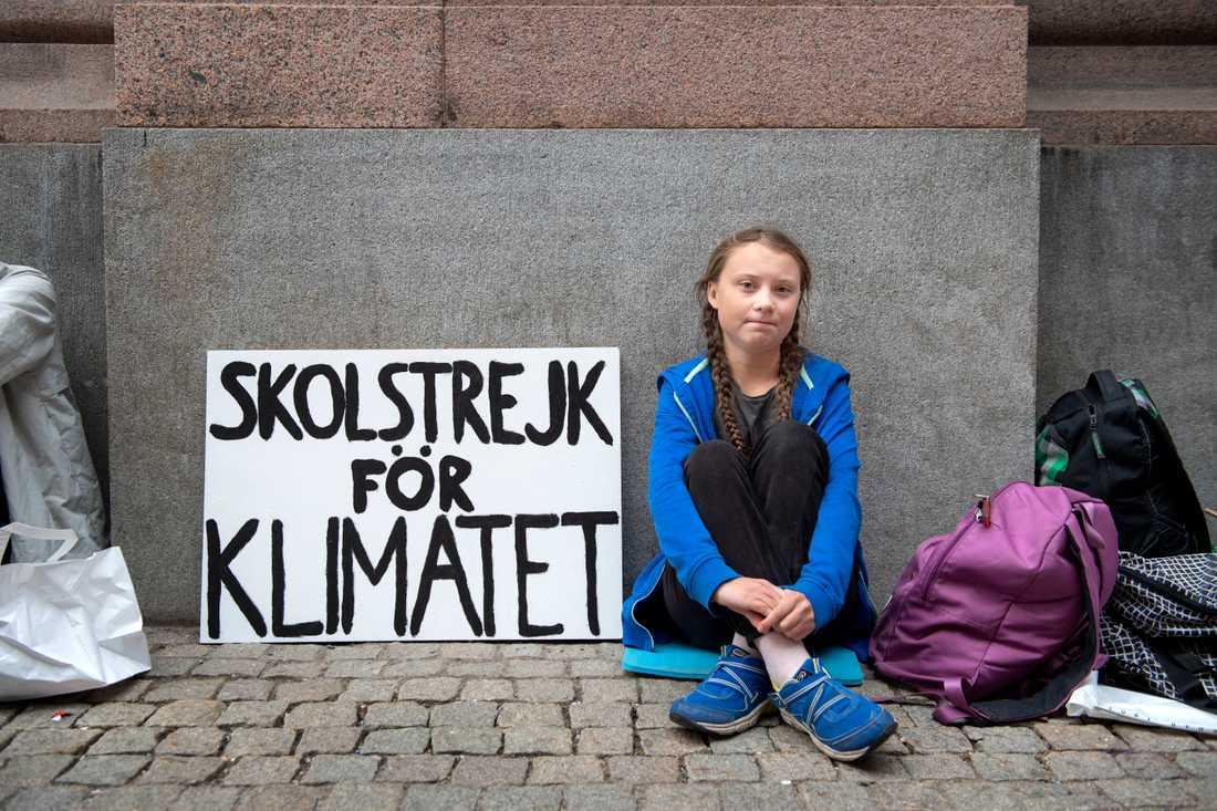 22 augusti 2018: Greta Thunberg skolstrejkar utanför riksdagshuset i Stockholm och tänker fortsätta med det fram till valet för att uppmärksamma klimatfrågan. Arkivbild.