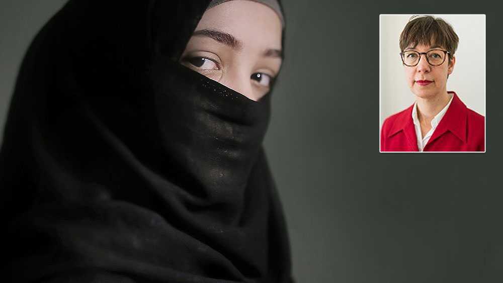 Vi vill uppmana skolor och socialtjänst i kommunerna att utöka samarbetet för att rädda flickor från att bli bortgifta mot sin vilja, skriver Karin Müchler, Zonta International Distrikt 21. Bilden är från ett tidigare reportage i Aftonbladet om tvångsäktenskap i Mellanöstern.