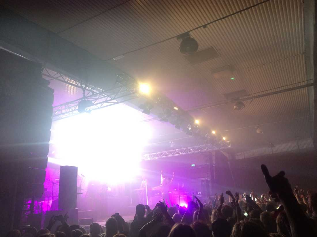 Snook spelade ny låt och tackade publiken.