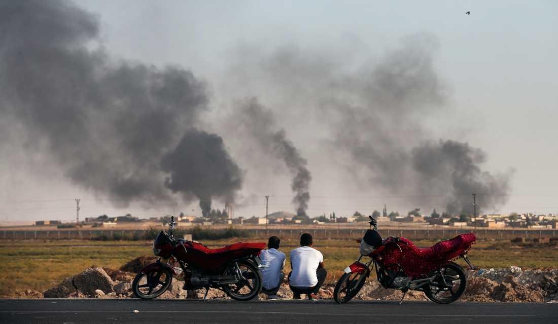 På andra sidan gränsen, inne i Syrien, bombas syriska städer.