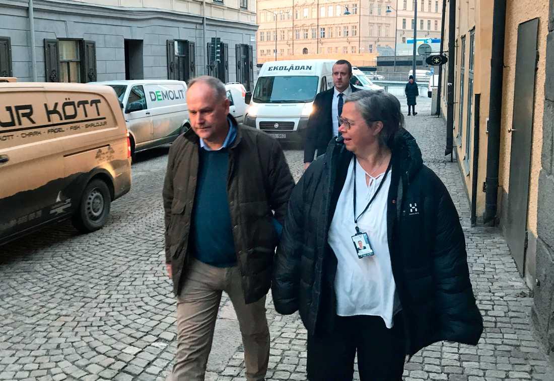 Vänsterpartiets partiledare Jonas Sjöstedt (V) på väg til riksdagshuset.