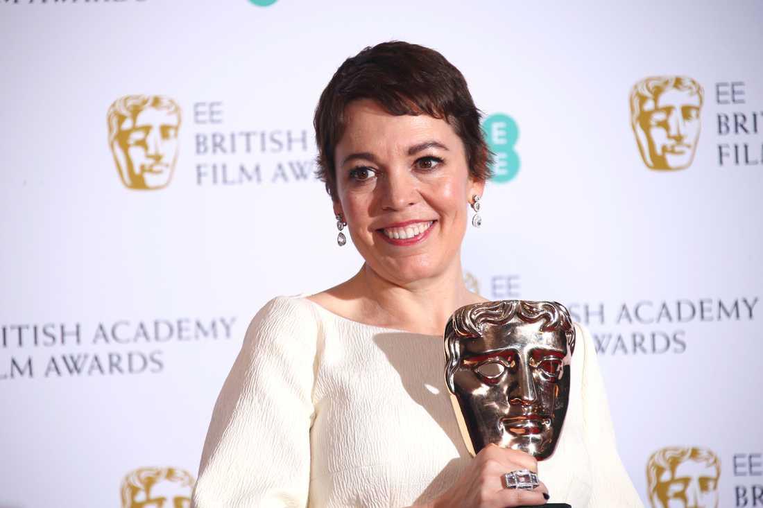 Olivia Colman med sitt Bafta-pris.