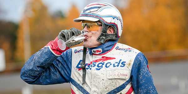 Ove A Lindqvist kör två spikar i kväll.