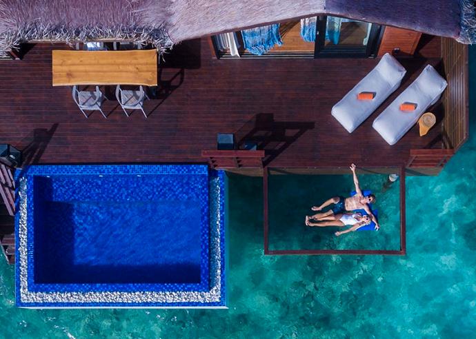 Alla hotellets villor vid vattnet har en nätsäng och en privat pool.