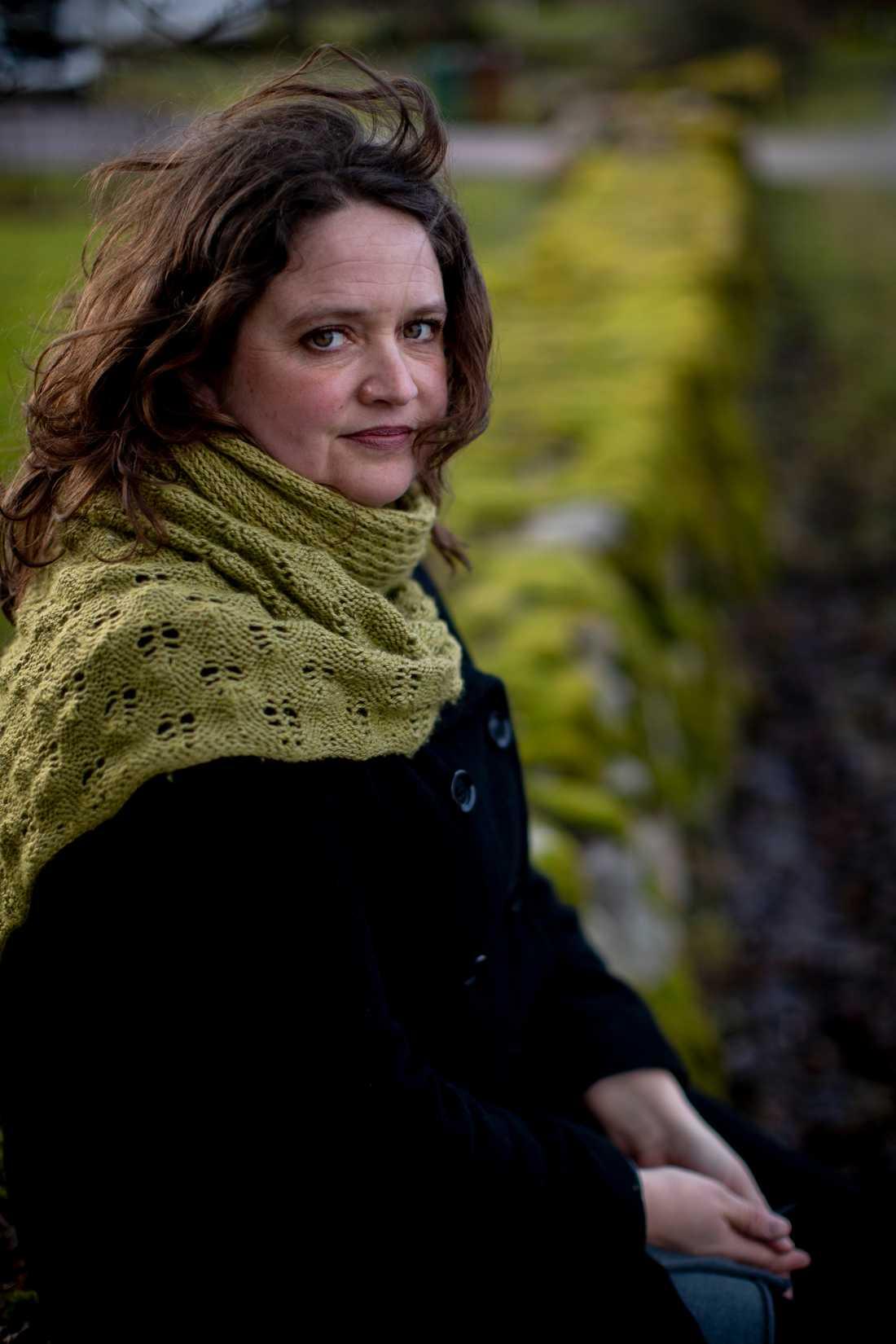 """""""Jag har aldrig tänkt att jag skrivit i en genre, det blir vad det blir"""", säger Hanna Landahl som debuterade 2016."""