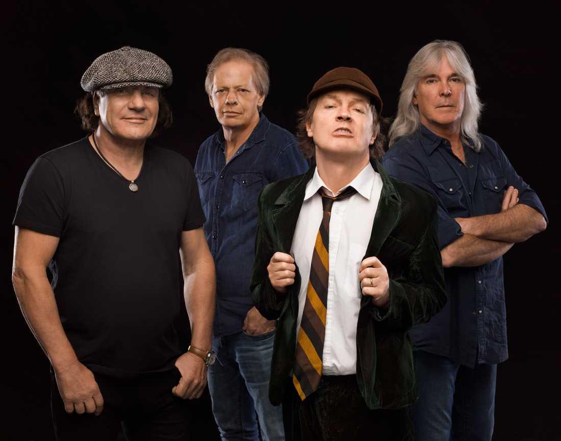 AC/DC utan Malcolm Young: Brian Johnson, Stevie Young, Malcolm Young och Cliff Williams. På bilden saknas trummisen Phil Rudd.