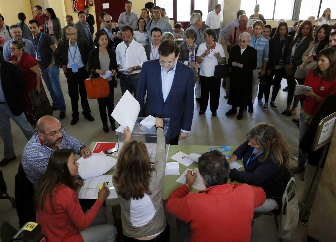 Spaniens premiärminister  Mariano Rajoy röstar i Madrid.