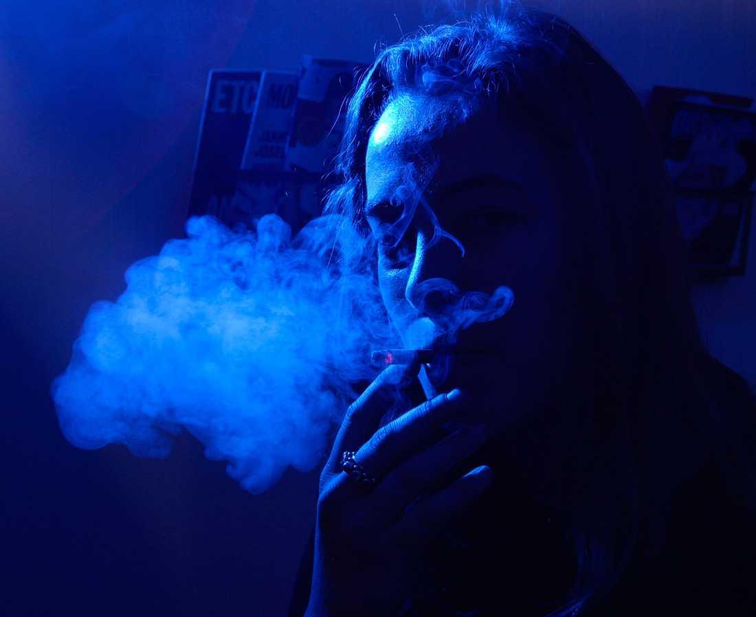 Andelen dagligrökare minskar stadigt över tid och färre unga börjar röka. Nu tar regeringen nästa steg för att ytterligare minska rökandet.
