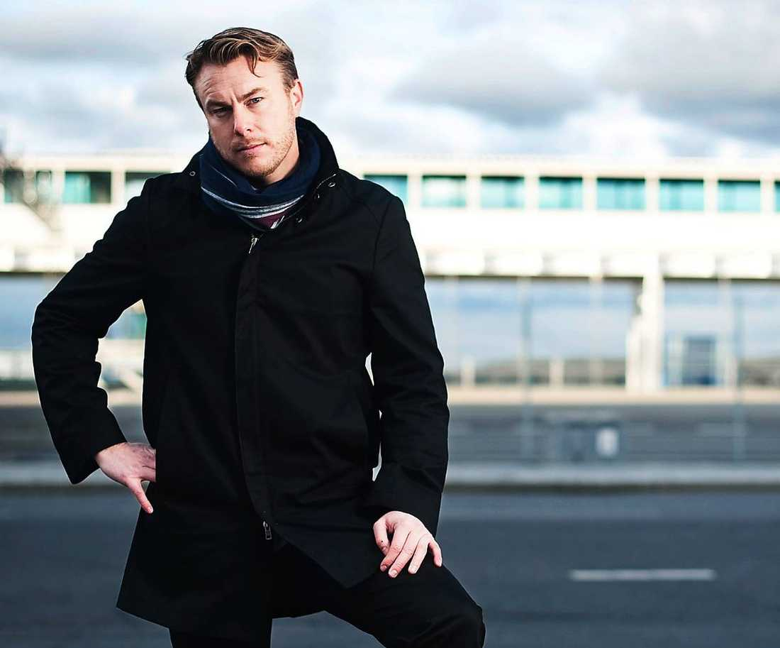 """måste sluta  Jonas Karlsson lämnar Vinterstudion i och med att pappa Ulf tar över skidlandslaget. """"Han kommer att vara alldeles för inblandad i längdlandslaget för att jag inte ska anses jävig"""", säger Jonas."""