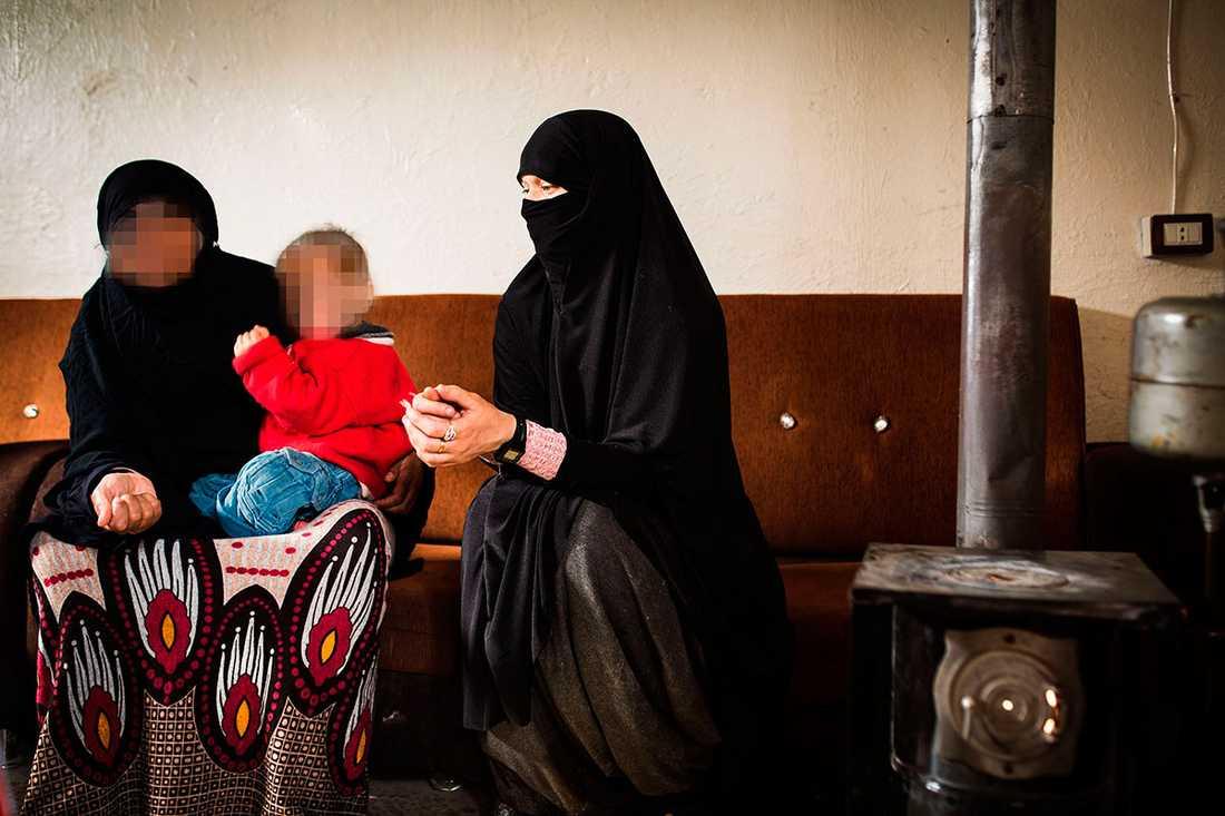 Svenska Lisa Andersson befinner sig i ett flyktingläger i norra Syrien. Nu vill hon återvända till Sverige.