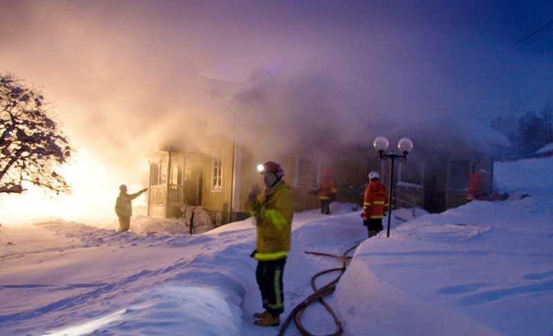 Två personer hittades döda i villan i Tvärred utanför Ulricehamn.