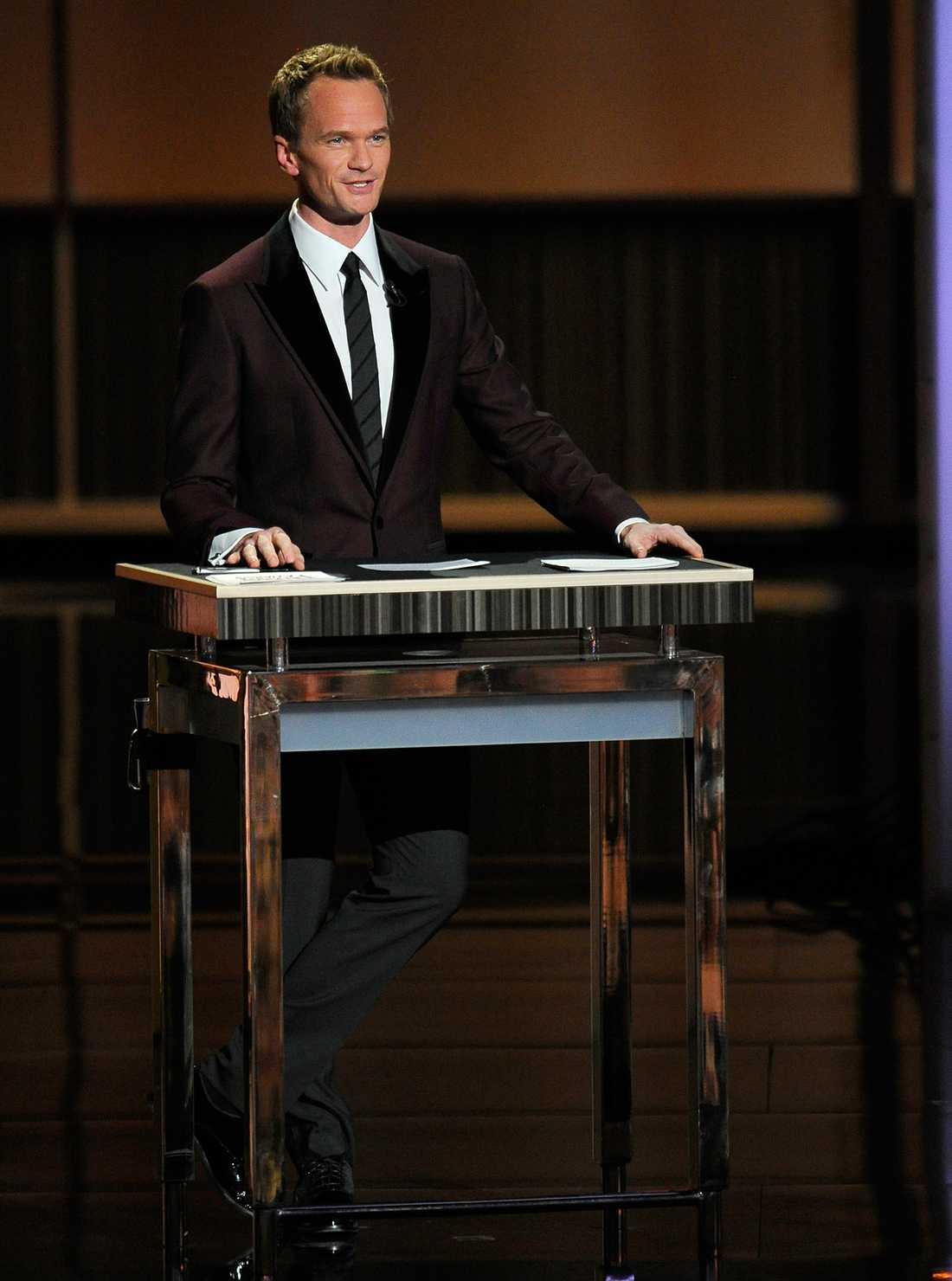 Alltid lika välklädda Neil Patrick Harris var programledare för Emmy-galan.
