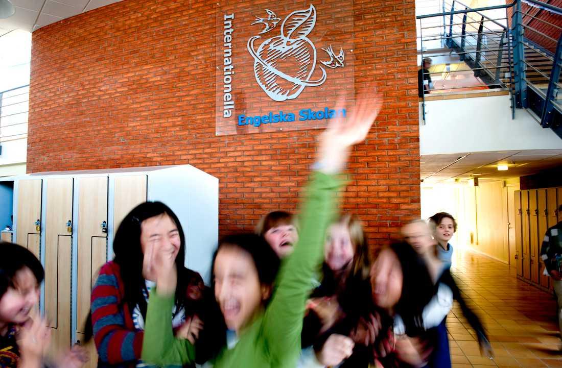 Mer än två tredjedelar av Engelska skolans bättre resultat beror på generös betygssättning, enligt en ny rapport.