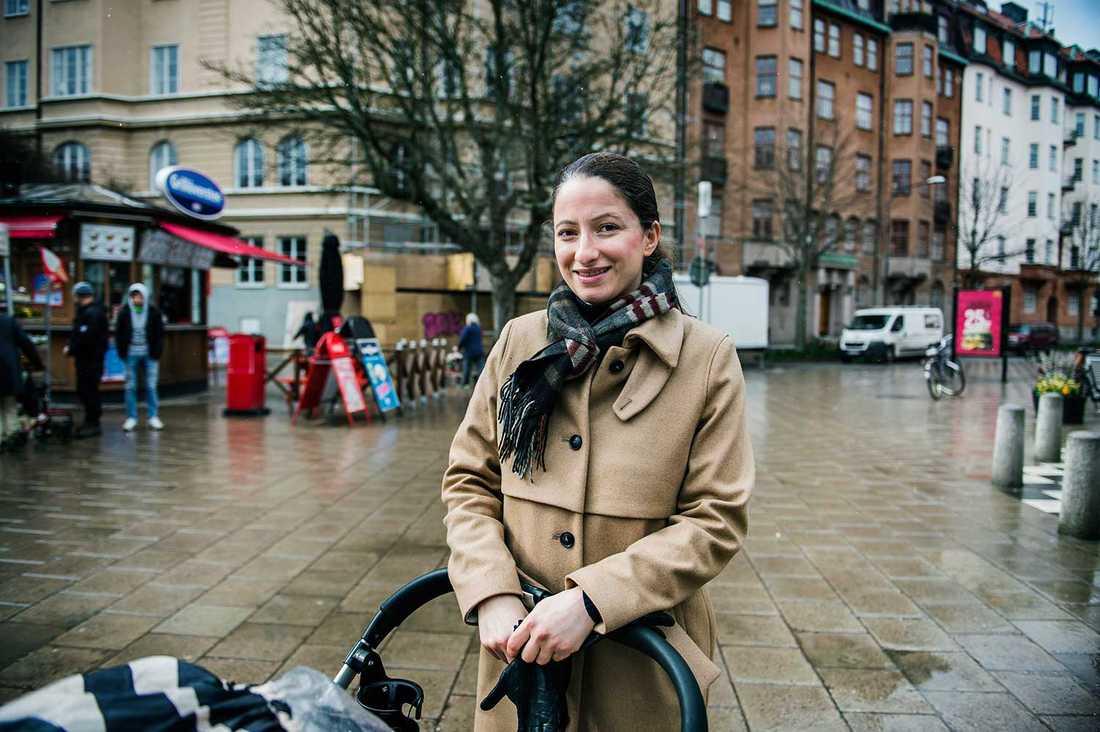 """""""Ekonomin gör att fler har städhjälp här"""", säger Jacqueline Khorami, som bor nära Karlaplan."""
