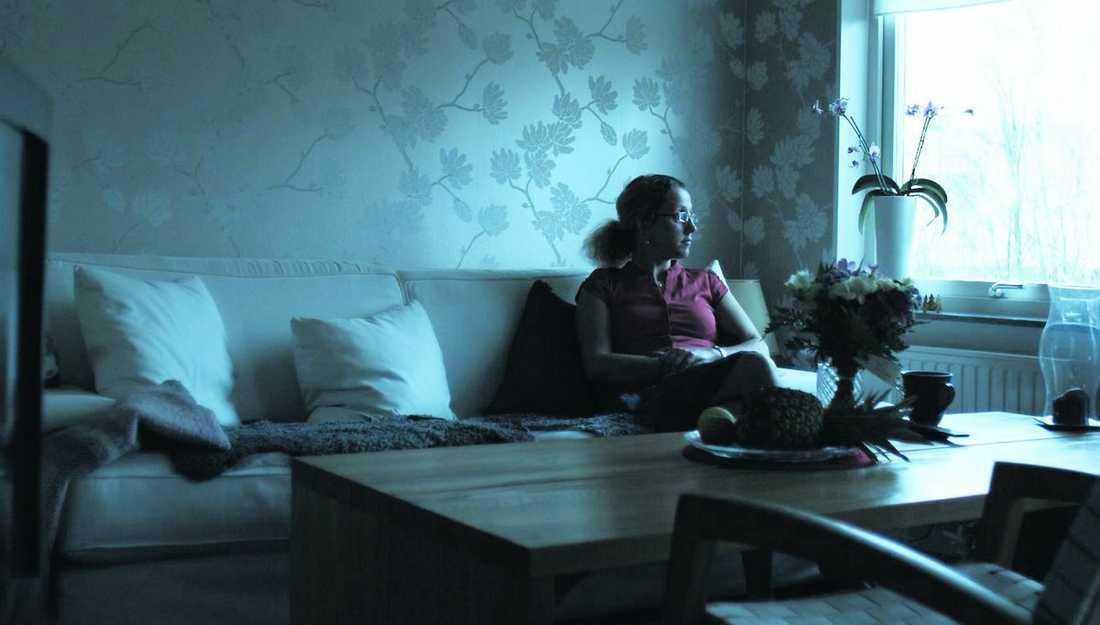 """""""ETT ÅR ATT LEVA"""" När Lillemor vid 19 års ålder först fick reda på att hon var smittad med hiv sa sjukhuspersonalen på lasarettet i Boden att hon hade ett år kvar att leva. I dag är hon 43 år och hennes liv har filmats av dokumentärfilmaren Ingela Lekfalk."""