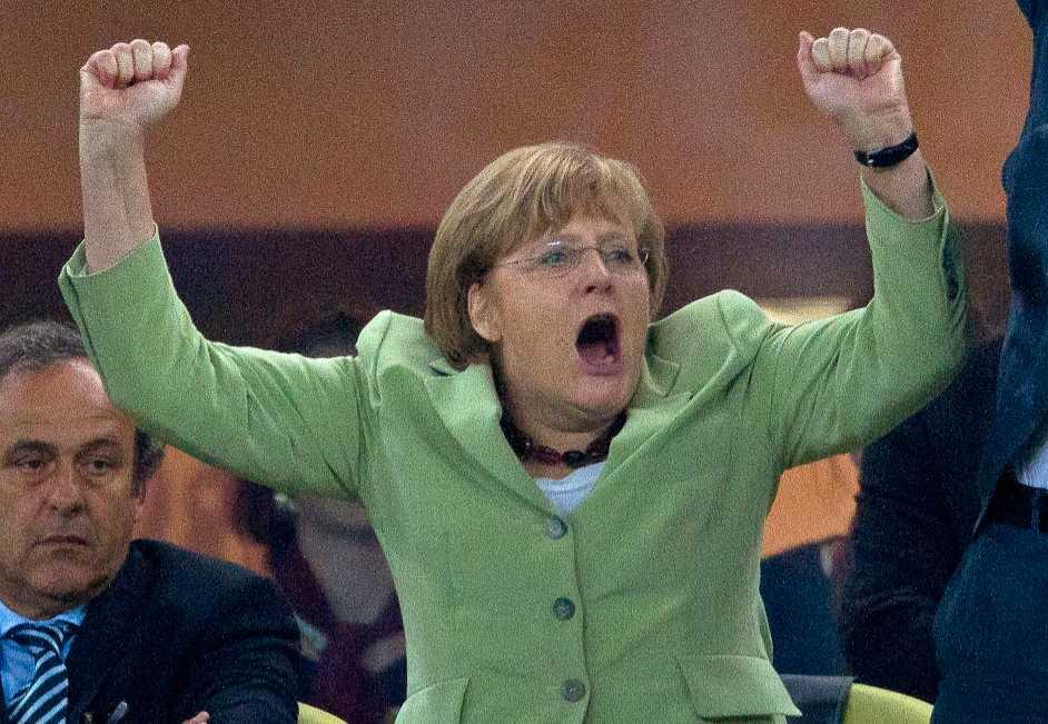 Greklands skräck Angela Merkel jublar åt sitt Tysklands seger över Grekland i fotbolls-EM. Grekerna jublar desto mindre – både åt matchen och Merkels beska medicin.