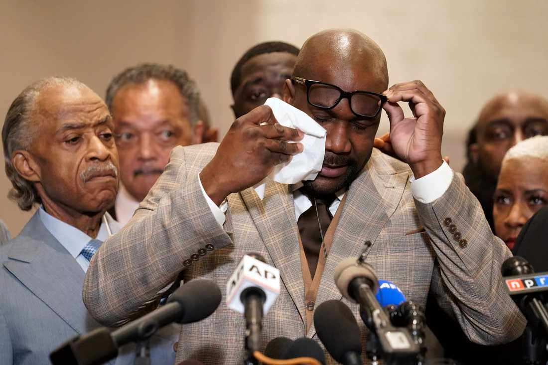 George Floyds bror Philonise Floyd under en presskonferens efter det att domen meddelats.