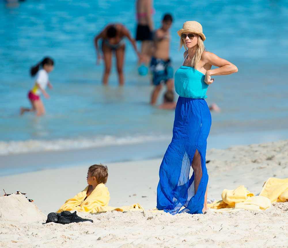 Elin kamouflerade sig med havstonad klänning och sandfärgad hatt. Utan vidare framgång.