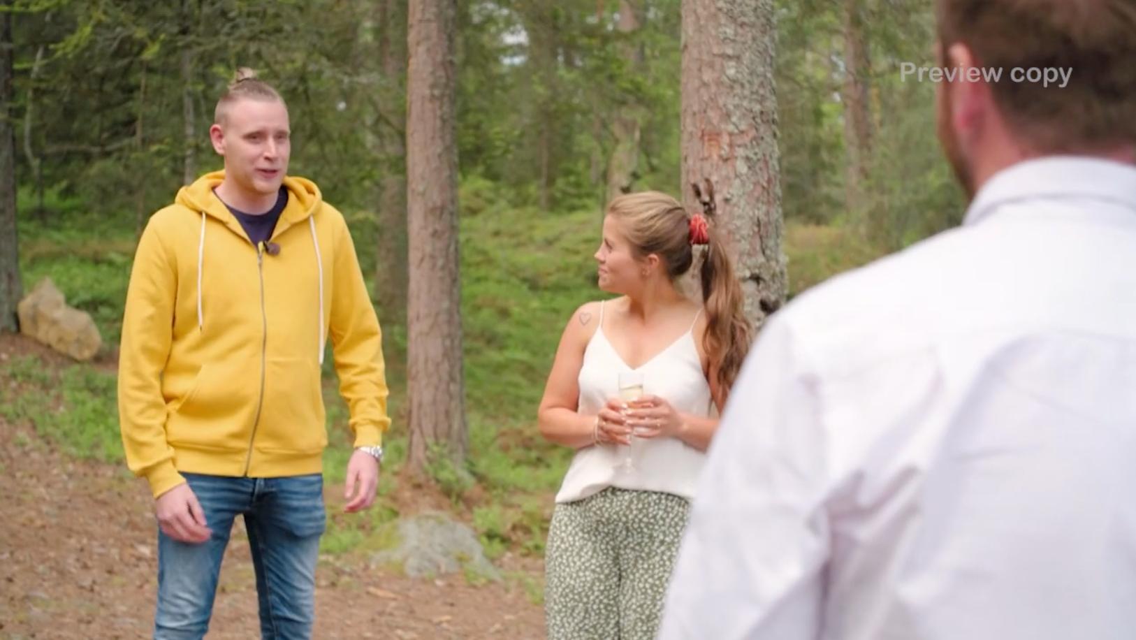 """Tobias dyker upp i kvällens avsnitt av """"Bonde söker fru – Kärlek åt alla""""."""