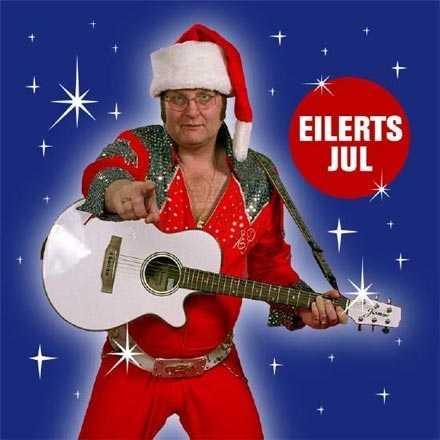 """Eilert Pilarm Eilerts sätt att tolka Elvis röstades fram i Storbritannien som """"Den bästa imitationen gjort av en svensk, under de senaste 1 000 åren"""". Men Eilerts julskiva då? Nöjesbladet anser att omslaget utstrålar glädje och sorglöshet. Ett budskap vi alla bör ta till oss i julhelgen."""