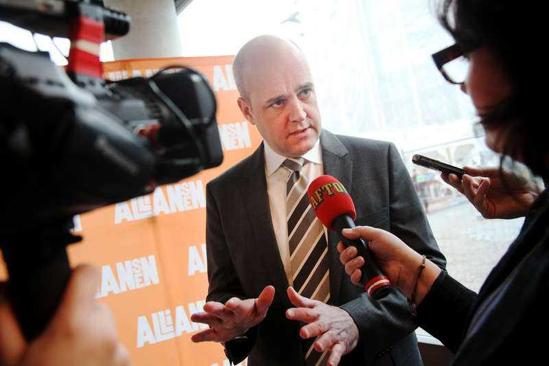 Statsminister Fredrik Reinfeldt försvarar med eftertryck exporten till Saudiarabien – med ekonomiargument. Foto