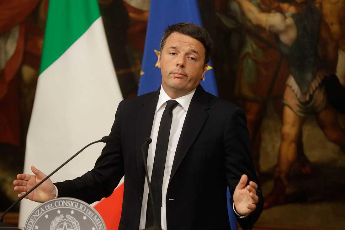 Italiens premiärminister Matteo Renzi meddelar att han avgår.