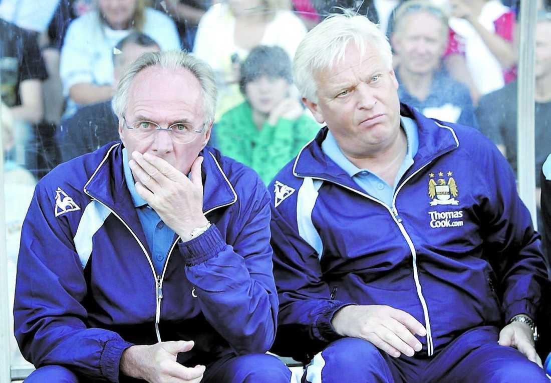 Sven-Göran Eriksson och Hasse Backe på Citys bänk. Svennis lämnade klubben 2008 efter en tid som varit både upp och ner.