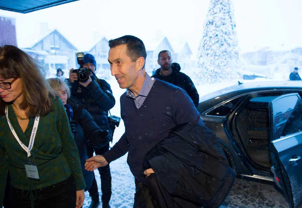 Överbefälhavare Micael Bydén anländer till Folk och Försvar i Sälen.