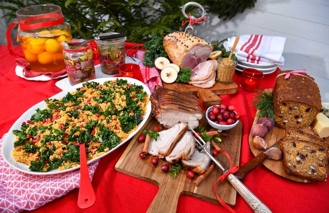 Satsa på en Kravmärkt skinka, sill och kål på julbordet.