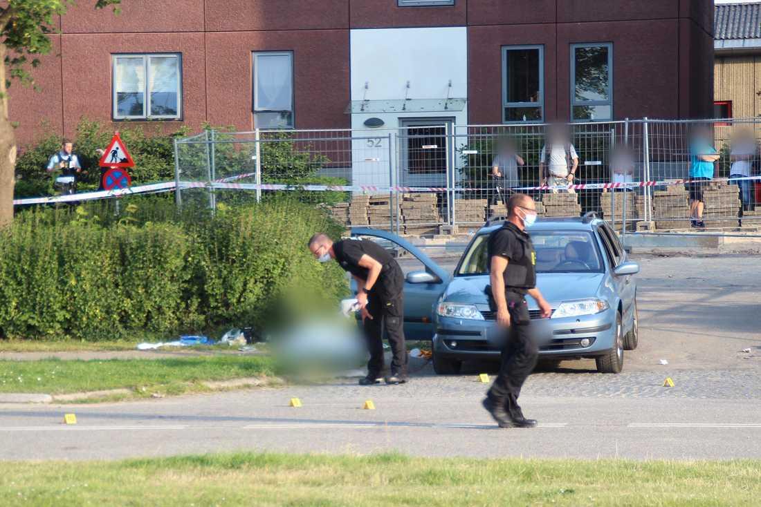 Svenskregistrerad bil på brottsplatsen i Herlev, utanför Köpenhamn i Danmark.
