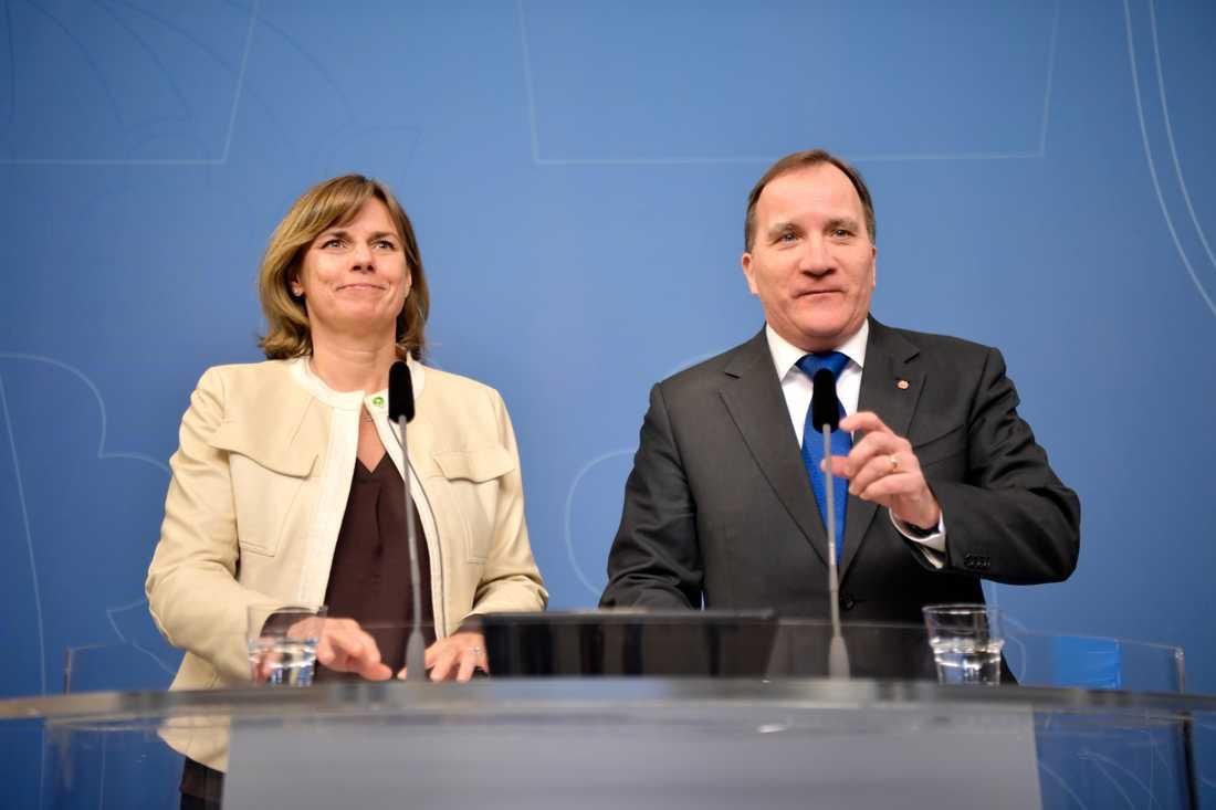 Isabella Lövins MP backar kraftigt – S går däremot starkt framåt i senaste mätningen från AB/Inizio.