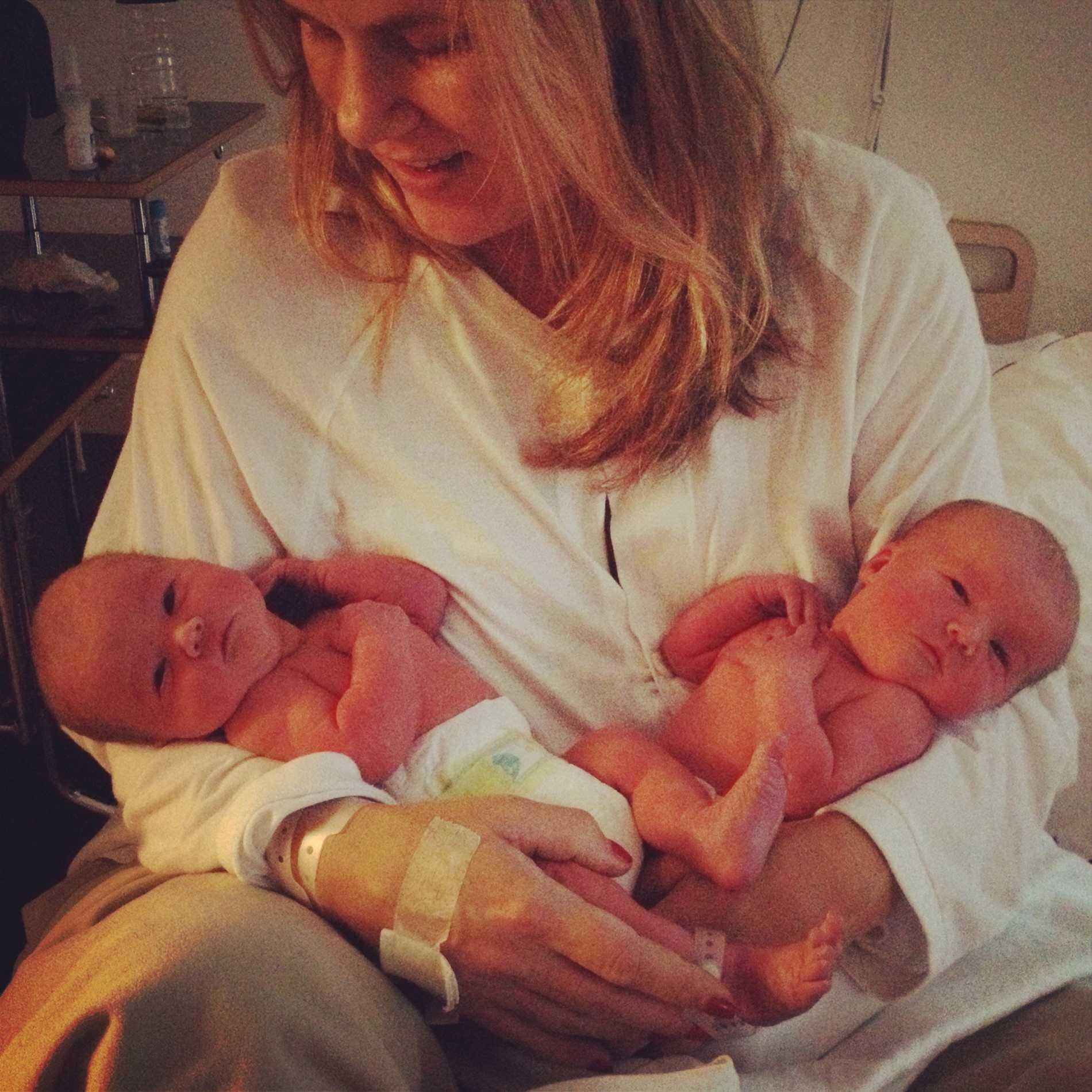 Siri och Lily som nyfödda.