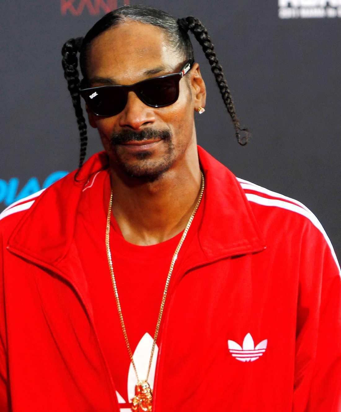 I TRUBBEL IGEN Artisten Snoop Dogg har återigen åkt fast för narkotikainnehav – igen. Den här gången tvingades han böta 40.000 norska kronor.