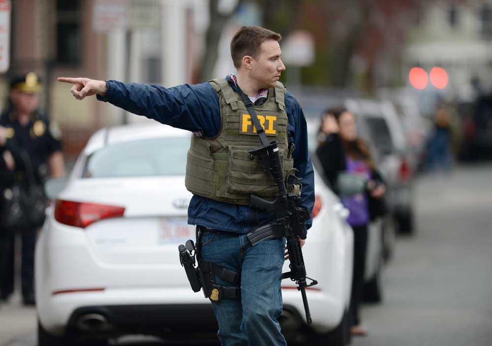 FBI förbereder att storma en byggnad. Photo: MATT CAMPBELL/ EPA/SCANPIX