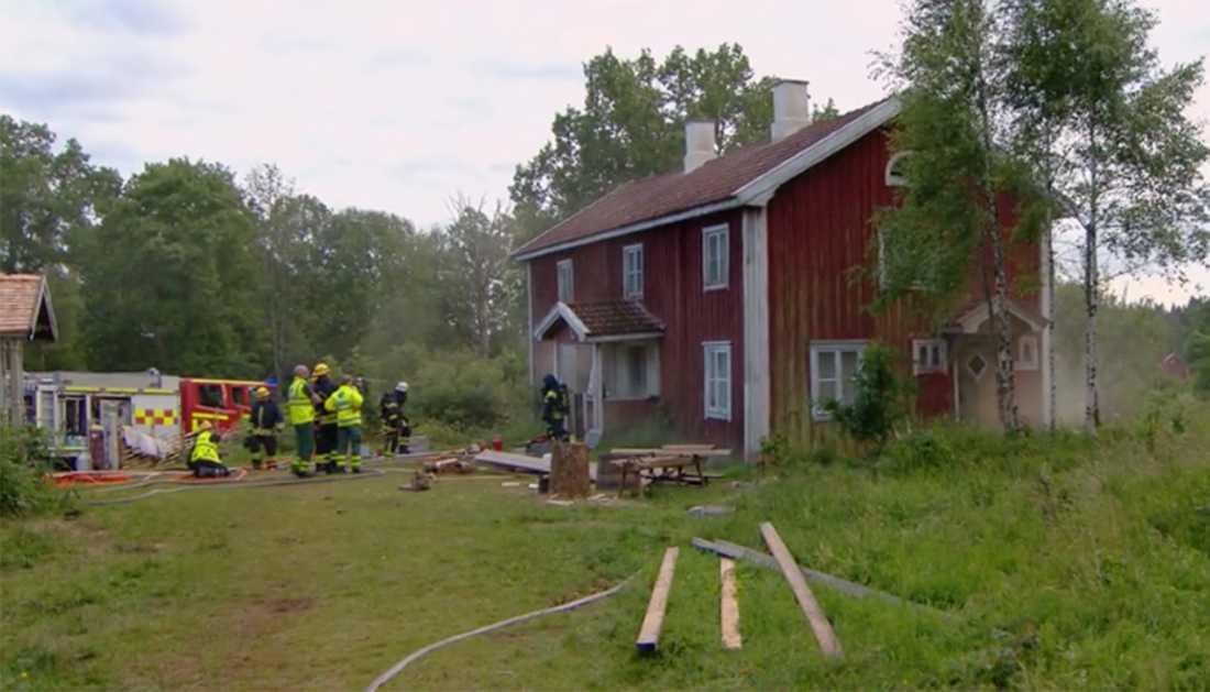 Farmen började brinna under inspelningen.