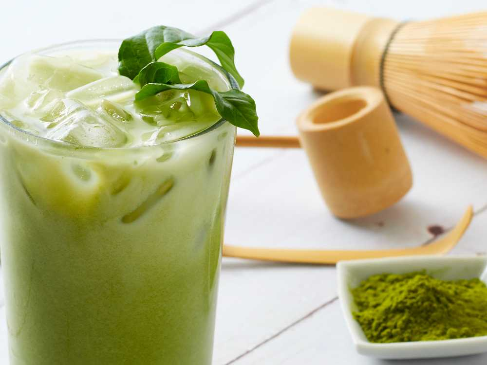 Matcha islatte  – enkelt recept med bara fyra ingredienser.