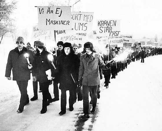 Demonstrationståg under gruvstrejken i Kiruna som startade för 40 år sedan idag.