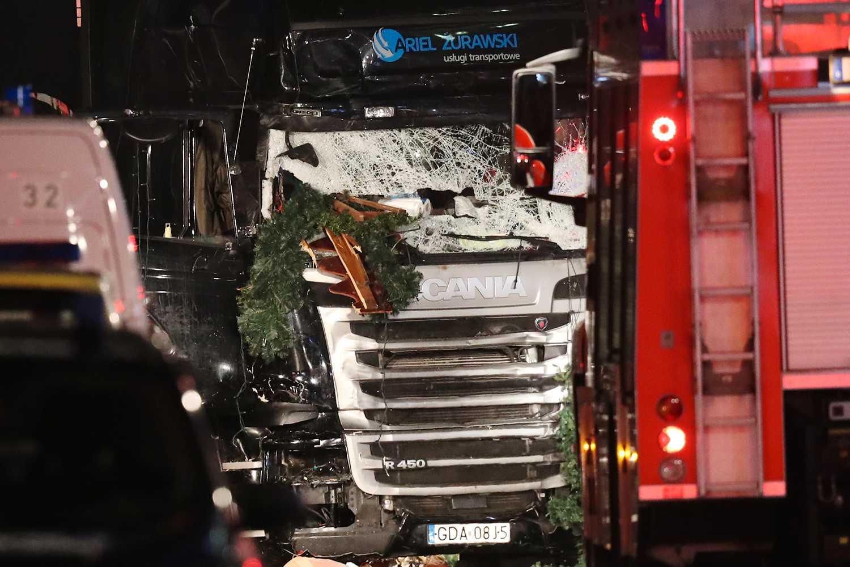 Vid attentatet i Berlin körde lastbilen rakt in bland människorna vid en julmarknad.