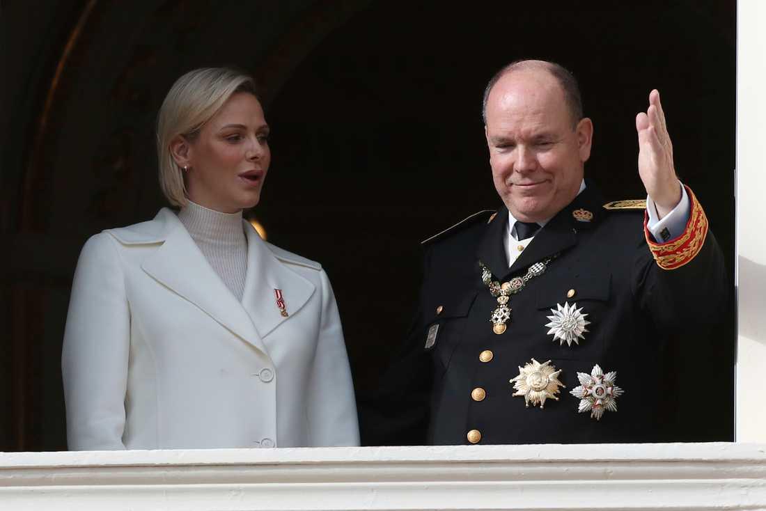 Furstinnan Charlene och furst Albert II av Monaco får mindre pengar att röra sig med på grund av coronakrisen. Arkivbild.
