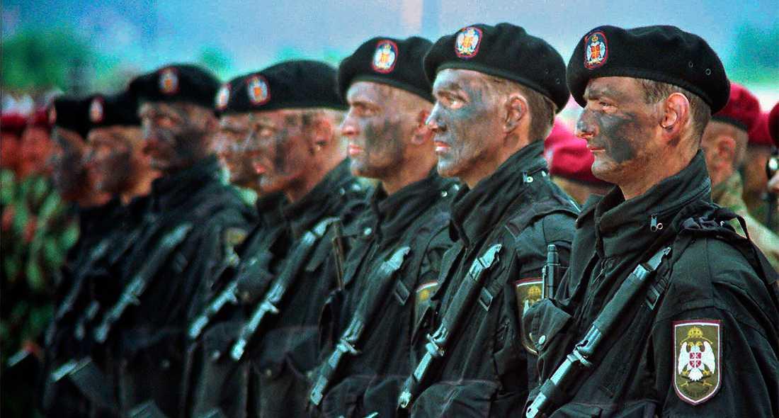 """Får skulden Serbiska specialstyrkor 1995. I """"Jugoslavien, mitt hemland"""" porträtteras serberna som krigsförbrytare. (Soldaterna på bilden har inget samband med romanen.) Foto: AP"""