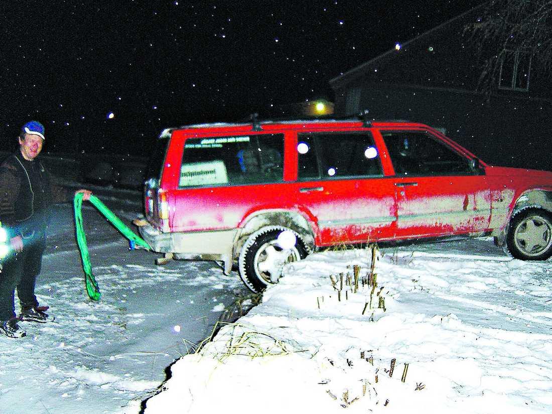"""OVÄNTAT BESÖK """"Snappe"""" Eriksson glömde handbromsen och bilen rullade över hundra meter, över en landsväg och in i en villaträdgård."""