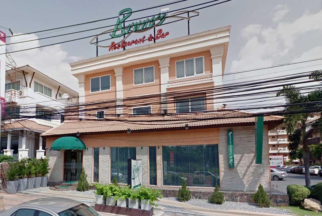 """På gourmetrestaurangen """"Brunos restaurant and winebar"""" i Pattaya äter ett stort sällskap för drygt 4000 kronor, vilket betalades med kyrkans kreditkort."""
