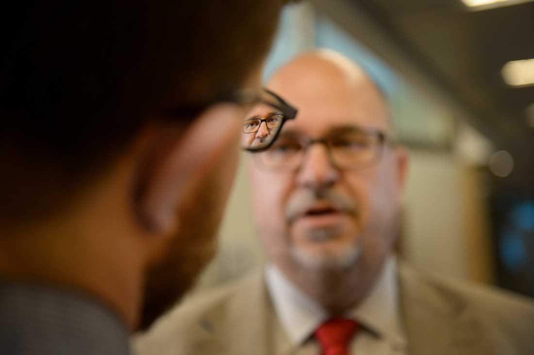 Karl-Petter Thorwaldsson, LO:s ordförande, kräver att regeringen ska låna pengar för att investera.