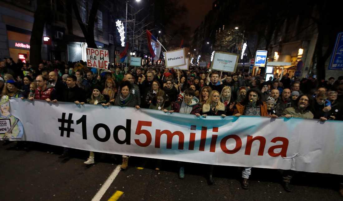 Tusentals serber fyllde gatorna i Belgrad på lördagen.