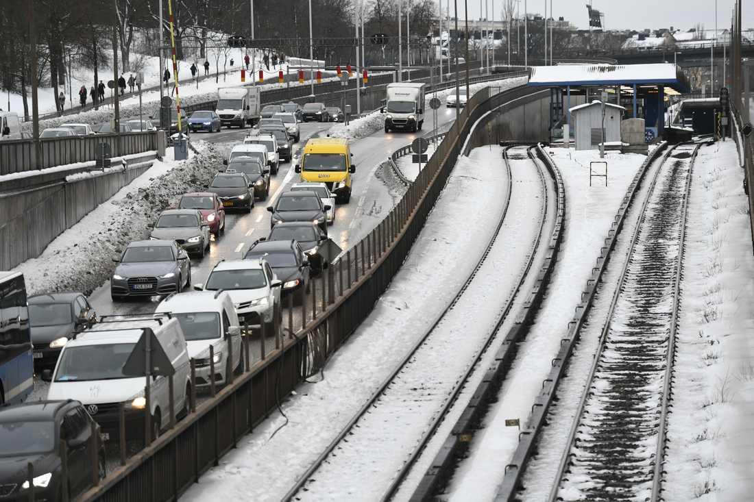 Trafiken på tunnelbanans gröna linjen är stoppad mellan Brommaplan och Fridhemsplan.